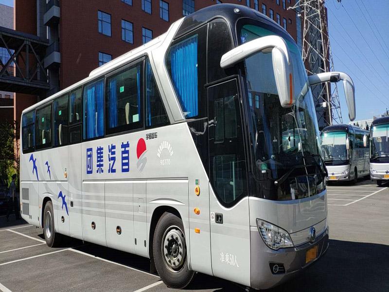 越来越多的人需要大巴车租赁