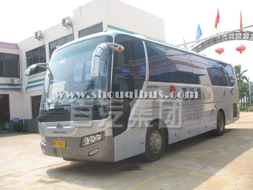 北京租一辆55座旅游大巴车带司机一天多少钱?
