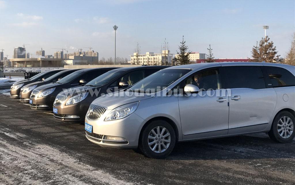 北京带司机租7座商务车接送机多少钱?