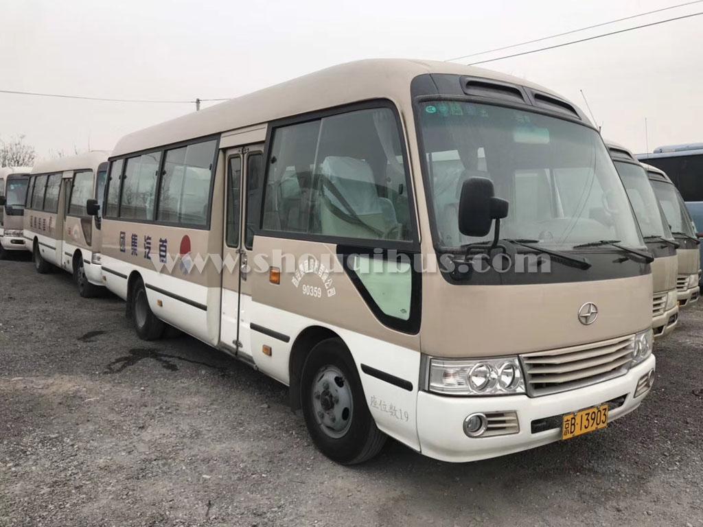 北京首汽中巴车租赁:23座考斯特租车价格